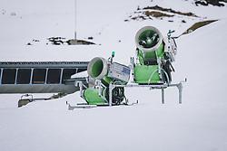 THEMENBILD - Schneekanone am Skigebiet Kitzsteinhorn, aufgenommen am 21. Oktober 2020 in Kaprun, Österreich // Gondola of the Gipfelbahn at the Kitzsteinhorn ski resort, Kaprun, Austria on 2020/10/21. EXPA Pictures © 2020, PhotoCredit: EXPA/ JFK