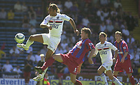 Fotball<br /> Foto: SBI/Digitalsport<br /> NORWAY ONLY<br /> <br /> Crystal Palace v Sampdoria<br /> Pre Season friendly<br /> 07/08/2004<br /> <br /> Fabio Bazzani stretches to beat Mark Hudson for a shot at goal.