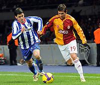 Fotball<br /> Tyskland<br /> Foto: Witters/Digitalsport<br /> NORWAY ONLY<br /> <br /> 03.12.2008<br /> <br /> v.l. Gojko Kacar, Harry Kewell Istanbul<br /> <br /> UEFA-Cup Hertha BSC Berlin - Galatasaray Istanbul 0:1
