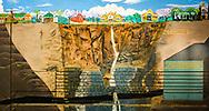 13-02-2016 -  Foto Cullinan diamantmijn: PANORAMA. Schilderij met vindplaatsen. Genomen tijdens tour bij Petra Cullinan Diamantmijn in Cullinan, Zuid-Afrika.