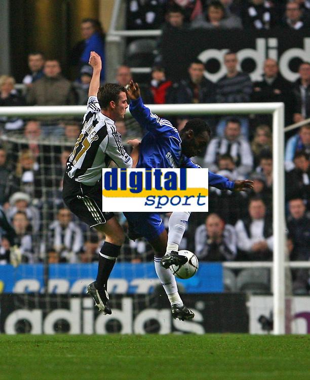 Photo: Andrew Unwin.<br /> Newcastle United v Chelsea. Carling Cup. 20/12/2006.<br /> Newcastle's Scott Parker (L) challenge Chelsea's Michael Essien (R).