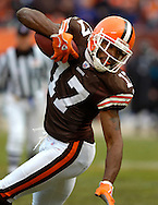 MORNING JOURNAL/DAVID RICHARD<br /> Braylon Edwards eyes the end zone on a 17-yard touchdown reception.