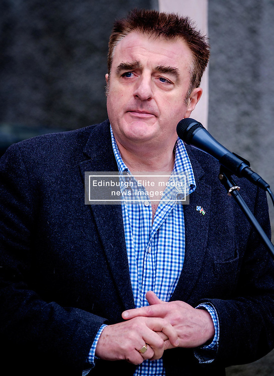 Lanark, Scotland, UK 20th August 2016   A march and ceremony to commemorate the death of Scottish Hero William Wallace (23rd August 1302) held on Saturday 20th August 2016.  Wallace has strong connections with the town of Lanark.  Tommy Sheppard MP addresses the crowd.  Sheppard is a candidate for the depute leadership of the Scottish National Party.<br /> <br /> (c) Andrew Wilson | Edinburgh Elite media