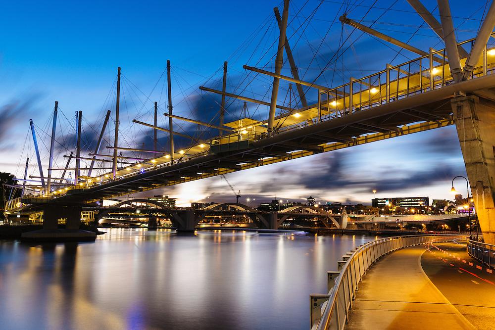 The Kurilpa Bridge crossing the Brisbane River to Southbank.