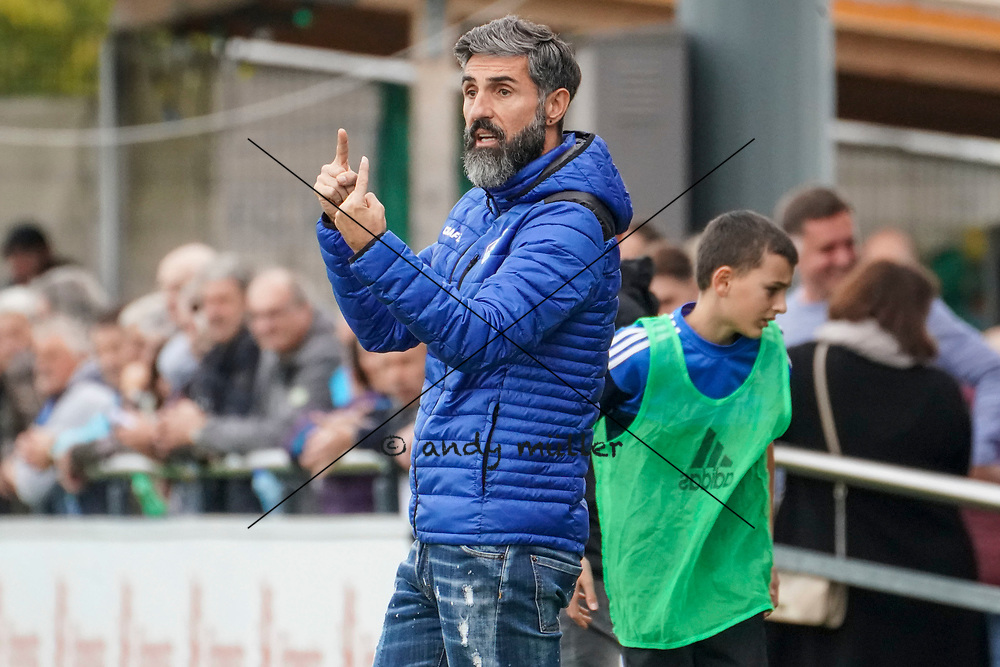 19.10.2019; Wohlen; Fussball 1.Liga - FC Wohlen - Zug 94;<br /> Trainer Erguen Dogru Vogt (Zug) <br /> (Andy Mueller/freshfocus)
