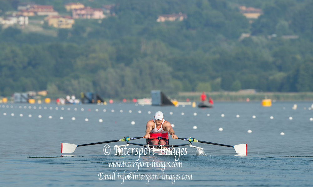 Varese. ITALY.   GBRM1X. Tom AGGAR. 2015 FISA World Cup II Venue Lake Varese. Thursday  18/06/2015 [Mandatory Credit: Peter Spurrier/Intersport-images]