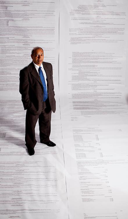 Belo Horizonte_MG, Brasil...Advogado tributarista Vinicius Leoncio, que esta lancando um livro gigante, o maior do mundo, com toda a legislacao tributaria brasileira. O livro tera 40.000 paginas, com 2.6 x 1,4m e ira pesar 6,5 toneladas...Vinicius Leoncio tax lawyer, He did a big book, the worlds largest, with all the Brazilian tax legislation. The book will have 40,000 pages, with 2.6 x 1.4 m and will weigh 6.5 tonnes...Foto: LEO DRUMOND / NITRO