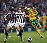 Photo: Mark Stephenson.<br /> West Bromwich Albion v Norwich City. Coca Cola Championship. 27/10/2007.Norwich's Lee Croft battles for the ball