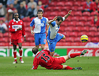 Fotball<br /> England 2004/2005<br /> Foto: SBI/Digitalsport<br /> NORWAY ONLY<br /> <br /> Middlesbrough v Blackburn Rovers<br /> Barclays Premiership, Riverside Stadium, Middlesbrough 05/02/2005<br /> <br /> Blackburn's David Thompson (top) tries to get over a challenge from Middlesbrough's Ray Parlour (bottom).