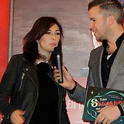 NLD/Amsterdam/20121113 - Presentatie DE Sinterklaasboekjes 2012,  Carice van Houten verteld aan Winston Gerstanowitz over het boekje