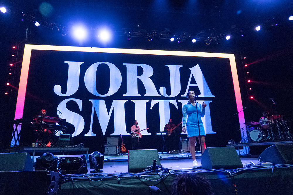 Jorja Smith performs at the Camp Flog Gnaw Carnival in Los Angeles, CA on November 11, 2018.