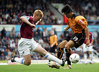 Fotball<br /> 2004/2005<br /> Foto: SBI/Digitalsport<br /> NORWAY ONLY<br /> <br /> West Ham v Wolverhampton Wanderers<br /> Coca-Cola Championship.  Upton Park.<br /> 02/10/2004<br /> <br /> West Ham's Steve Lomas and Wolves Seol Ki-Hyeon tackle for the ball.