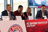 2018.03.23 Bialystok Konferencja prasowa z okazji organizacji turnieju FC Bayern Youth Cup , ktory po raz pierwszy odbedzie sie w Polsce , a final w kwietniu w Bialymstoku na stadionie miejskim N/z (L-P) Tadeusz Truskolaski prezydent Bialegostoku i Giovane Elber byly pilkarz Bayern Monachium fot Michal Kosc / AGENCJA WSCHOD