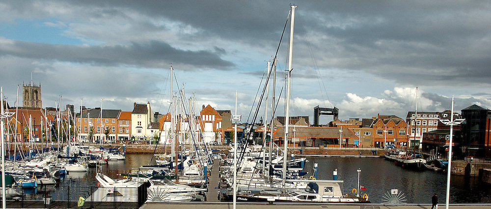 17 September 2007: Hull Marina overlooking the fruit market.<br /> Picture:Sean Spencer/Hull News & Pictures 01482 210267/07976 433960<br /> High resolution picture library at http://www.hullnews.co.uk<br /> ©Sean Spencer/Hull News & Pictures Ltd