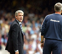 Fotball<br /> England 2005/2006<br /> Foto: SBI/Digitalsport<br /> NORWAY ONLY<br /> <br /> FA Barclays Premiership<br /> West Ham United v Blackburn Rovers<br /> 13th August, 2005<br /> Mark Hughes has more than a polite word with West Ham manager Alan Pardew