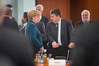 01 DEZ 2014, BERLIN/GERMANY:<br /> Angela Merkel (L), CDU, Bundeskanzlerin, und Sigmar Gabriel (R), SPD, Bundeswirtschaftsminister, im Gespraech, vor Beginn des 7. Nationaler Integrationsgipfels, Bundeskanzleramt<br /> IMAGE: 20141201-01-013