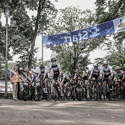 12-05-2018: Wielrennen: Ronde van Overijssel: Rijssen<br /> peloton vertrek voor de 66e edite van Overijssels Mooiste