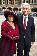 Prinsjesdag - Aankomst politici bij de Ridderzaal. Zoals ieder jaar ging Prinsjesdag ook dit keer weer gepaard met hoedjes in allerlei soorten en maten.<br /> <br /> Op de foto / On the photo: <br />  Geert Wilders met zijn partner Krisztina Wilders