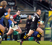 Wycombe. GREAT BRITAIN, 5th December 2004. Heineken Cup Rugby  London Wasps and Leicester Tigers,  Adams Park, ENGLAND, [Mandatory Credit; Peter Spurrier/Intersport-images].<br /> <br /> Wasps Mark van Gisbergan look's around for support as he breaks.