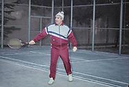 The president playing tennis in the presidential palace  Kabul  Afghanistan / le président Najibulah dans son palais présidentiel à Kaboul jouant au tennis  Kaboul  Afghanistan   / R20/3    L0007452  /  R00020  /  P0002480