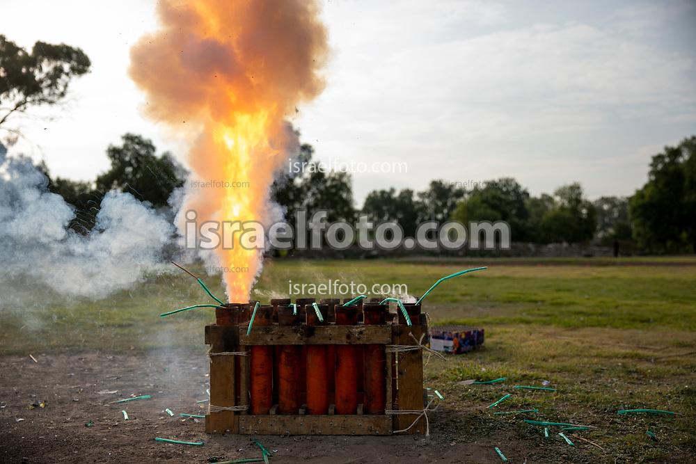 02 junio 2021, Tultepec, Estado de México. Momento del disparo de una bomba pirotécnica como parte de la celebración a San Juan de Dios.