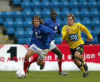 Fotball. Eliteserien Vålerenga - Start. David Hanssen, Vif løper fra Kristoffer Hæstad, Start. <br /> <br /> Foto: Andreas Fadum, Digitalsport