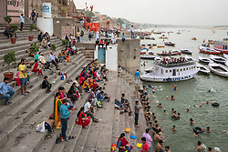May 18, 2019 - Varanasi, India - On 17 May 2019, people bathe themselves in the Ganges River, which is considered to be holy in the Hindu religion. Photo taken on the riverfront of Varanasi, India. (Credit Image: © Diego Cupolo/NurPhoto via ZUMA Press)