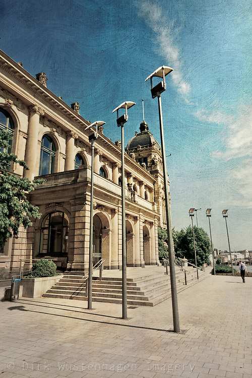 Haupteingang der Historischen Stadthalle, Wuppertal<br /> Main entrance of the historical town hall, Wuppertal.
