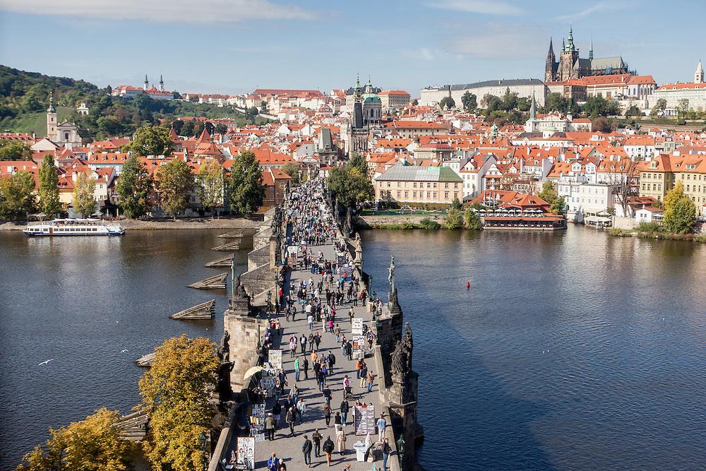 Die Prager Karlsbrücke in Richtung Kleinseite.