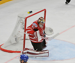 01.05.2013, Globe Arena, Stockholm, SWE, IIHF, Eishockey WM, Vorberichte, im Bild Canada Kanada 41 Goaltender Mike Smith räddar save // during the IIHF Icehockey World Championship Game between Canada and Sweden at the Ericsson Globe, Stockholm, Sweden on 2013/05/16. EXPA Pictures © 2013, PhotoCredit: EXPA/ PicAgency Skycam/ Simone Syversson..***** ATTENTION - OUT OF SWE *****