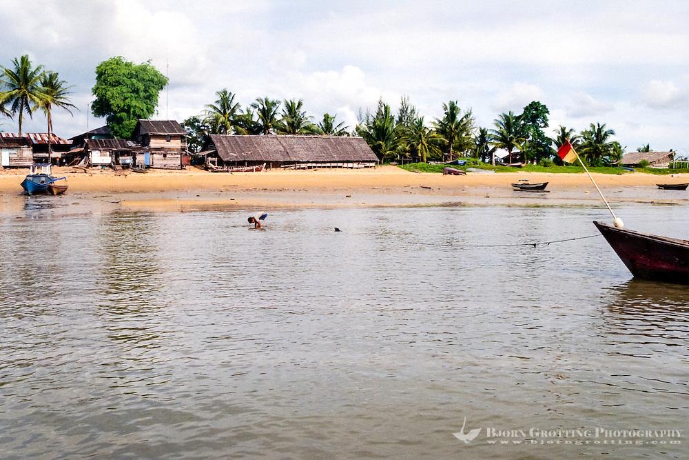 Kalimantan, Tanjung Datu. Small village close to the Malaysian border. The beach.