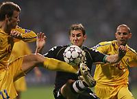 Fotball<br /> 18.10.2006<br /> Foto: Witters/Digitalsport<br /> NORWAY ONLY<br /> <br /> v.l. Elin Topuzakov, Miroslav Klose bremen, Stanislav Angelov<br /> <br /> Champions League Werder Bremen - PFC Levski Sofia