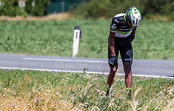 03.07.2017, Wien, AUT, Ö-Tour, Österreich Radrundfahrt 2017, 1. Etappe von Graz nach Wien (193,9 km), im Bild Mekseb Debesay (ERI, Team Dimension Data) // Mekseb Debesay of Eritrea (Team Dimension Data) crashed during the 1st stage from Graz to Vienna (193,9 km) of 2017 Tour of Austria. Wien, Austria on 2017/07/03. EXPA Pictures © 2017, PhotoCredit: EXPA/ JFK