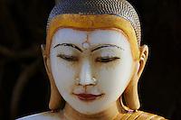 Myanmar (ex Birmanie), Mandalay, bouddha de marbre dans la Paya Shwekyimyint // Myanmar (Burma), Mandalay, marble Buddha at Paya Shwekyimyint