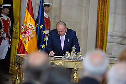 18.06.2014, Royal Palace, Madrid, ESP, Abdankung König Juan Carlos, Unterzeihnung der Abdankungspapiere, im Bild King Juan Carlos of Spain // during the official abdication ceremony at the Royal Palace in Madrid, Spain on 2014/06/18. EXPA Pictures © 2014, PhotoCredit: EXPA/ Alterphotos/ Pool<br /> <br /> *****ATTENTION - OUT of ESP, SUI*****