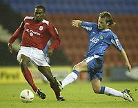 Fotball<br /> Foto: SBI/Digitalsport<br /> NORWAY ONLY<br /> <br /> Wigan Athletic v Crewe Alexandra.<br /> Coca-Cola Championship.<br /> <br /> 19/10/2004.<br /> <br /> Wigan's Alan Mahon and Crewe's Justin Cochrane