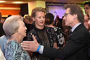 Prinses Mabel en prinses Beatrix tijdens de uitreiking van de derde Prins Friso Ingenieursprijs. De uitreiking vindt plaats op de TU Delft die dit jaar haar 175-jarig jubileum viert. <br /> <br /> Princess Mabel and Princess Beatrix during the award of the third Prince Friso Engineer Award. The ceremony takes place at TU Delft, celebrating its 175th anniversary this year.<br /> <br /> Op de foto / On the photo:  Prinses Mabel en prinses Beatrix met  Ben Feringa - Nobelprijs voor de Scheikunde 2016 /// Princess Mabel and Princess Beatrix with Ben Feringa - Nobel Prize for Chemistry 2016