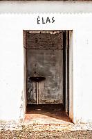 Banheiros ao lado da Igreja Matriz. Bom Jesus do Oeste, Santa Catarina, Brasil. / <br /> Bathrooms next to the Mother Church.  Bom Jesus do Oeste, Santa Catarina, Brazil.