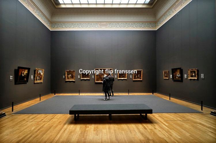 Nederland, Amsterdam, 29-10-2020 Interieur van het Rijksmuseum in de hoofdstad . Op de eregalerij hangen de beroemdste schilderijen en schilders van de collectie .Foto: ANP/ Hollandse Hoogte/ Flip Franssen