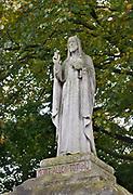Nederland, Wijchen, 7-8-2020 Bij de ingang van de Antonius abt kerk staat een groot beeld van jezus christus, christusbeeld .Foto: ANP/ Hollandse Hoogte/ Flip Franssen