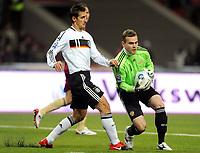 Fotball<br /> Russland v Tyskland<br /> Foto: Witters/Digitalsport<br /> NORWAY ONLY<br /> <br /> 10.10.2009<br /> <br /> v.l. Miroslav Klose Deutschland, Torwart Igor Akinfeev<br /> WM-Qualifikation Russland - Deutschland