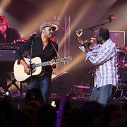 NLD/Amsterdam/20080426 - Uitreiking 3FM Awards 2008, optreden Alain Clark en zijn vader Dane Clark