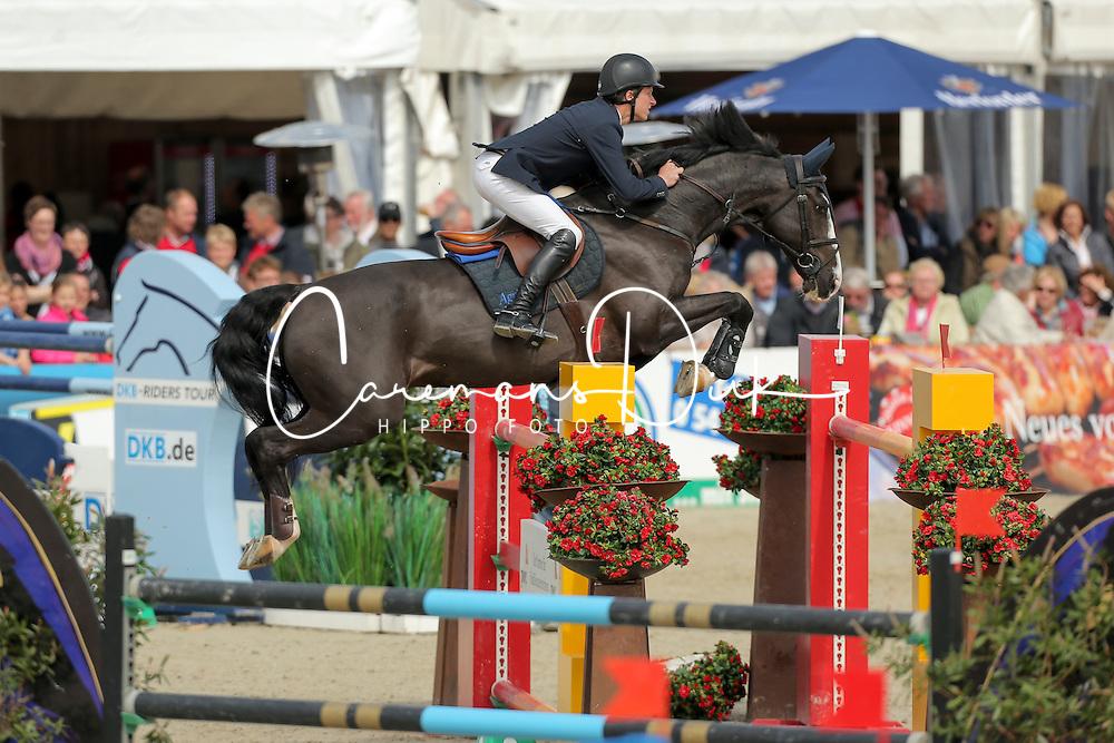 Lindelow Douglas, (SWE), Udermus<br /> Preis der LVM Versicherung<br /> Hagen - Horses and Dreams 2015<br /> 25/04/15
