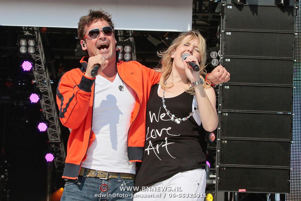 NLD/Amsterdam/20110430 - Koninginnedagconcert Radio 538, Jeroen van der Boom en Leonie Meijer