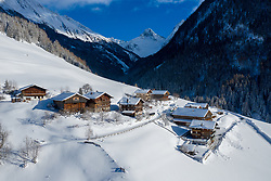 THEMENBILD - Verschneite Höfen in der Siedlung Oberlesch. Kals am Großglockner, Österreich am Dienstag, 15. Jänner 2019 // Snow-covered farms in the settlement Oberlesch. Tuesday, January 15, 2019 in Kals am Grossglockner, Austria. EXPA Pictures © 2019, PhotoCredit: EXPA/ Johann Groder