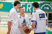 DESCRIZIONE : Siena Lega A 2011-12 Montepaschi Siena Banco di Sardegna Sassari Semifinale Play off gara 2<br /> GIOCATORE : Rimantas Kaukenas<br /> CATEGORIA : Fair Play<br /> SQUADRA : Montepaschi Siena<br /> EVENTO : Campionato Lega A 2011-2012 Semifinale Play off gara 2 <br /> GARA : EA7 Montepaschi Siena Banco di Sardegna Sassari Semifinale Play off gara 2<br /> DATA : 30/05/2012<br /> SPORT : Pallacanestro <br /> AUTORE : Agenzia Ciamillo-Castoria/R. Morgano<br /> Galleria : Lega Basket A 2011-2012  <br /> Fotonotizia :  Siena Lega A 2011-12 Montepaschi Siena Banco di Sardegna Sassari Semifinale Play off gara 2<br /> Predefinita :