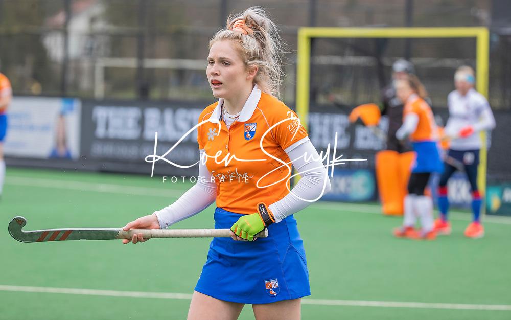 BLOEMENDAAL - Teuntje Horn (Bldaal)  tijdens de hoofdklasse hockeywedstrijd dames, Bloemendaal-SCHC (1-4) .  COPYRIGHT  KOEN SUYK