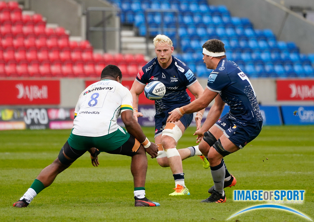 Sale Sharks flanker Jono Ross passes to No.8 Jean-Luc Du Preez during a Gallagher Premiership Round 14 Rugby Union match, Sunday, Mar 21, 2021, in Eccles, United Kingdom. (Steve Flynn/Image of Sport)
