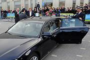 Koning Willem-Alexander is aanwezig bij de opening van het Sportcomplex Koning Willem-Alexander in Hoofddorp. Het complex is bedoeld voor zowel amateur- als topsporters en kan ook als locatie dienen voor (inter)nationale wedstrijden. ///// King Willem-Alexander attended the opening of the Sports Complex Koning Willem-Alexander in Hoofddorp. The complex is designed for both amateur and professional athletes and can also be used for (inter) national competitions. <br /> <br /> Op de foto / On the photo:  De nieuwe dienstauto / The new Car of the King