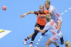 20-12-2015 DEN: World Championships Handball 2015 Nederland - Noorwegen, Herning<br /> De Nederlandse handbalsters streden zondagmiddag om de wereldtitel handbal. Er moest worden afgerekend met Noorwegen, maar de regerend olympisch en Europees kampioen was te sterk: 23-31 / Estavana Polman #79 wordt gestopt door Veronika Kristiansen #4 of Norway